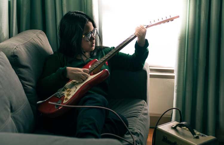 ¿Practicar en casa con la guitarra eléctrica? ¡Sí!