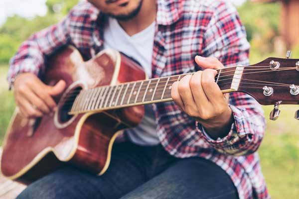 Tips on buying your acoustic guitar